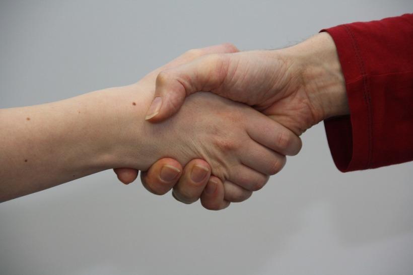 hands-1439403_960_720